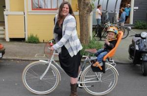 mom-on-bike